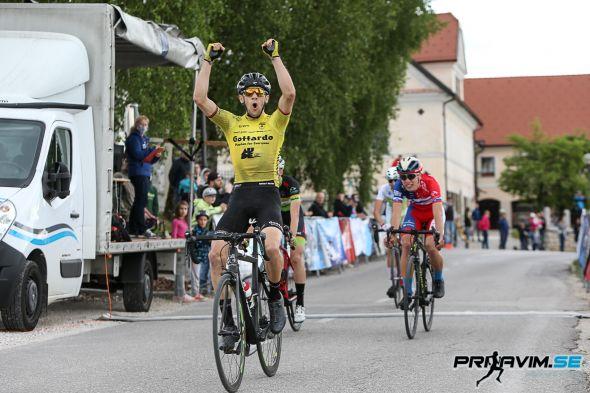 La vittoria del più giovane Ultraciclista, Fabrizio Perin